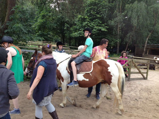 Auf unseren Therapie-Ponies lässt es sich entspannt reiten!