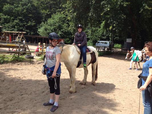 Nicht nur reiten, auch Pony führen will gelernt sein!