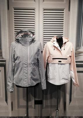 Links: kurze Jacke 99,95, Rechts: Windbreaker 99,95€