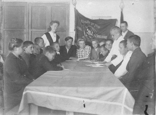 Комсомольское собрание 1949 - 1950 уч. год