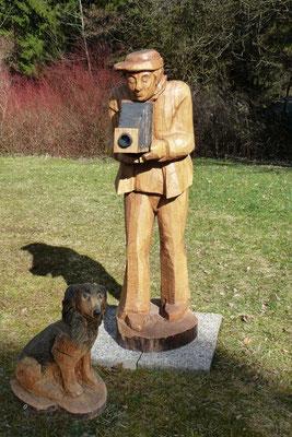 """""""FotoFritz mit Hund""""  Eiche, h. 175 cm"""