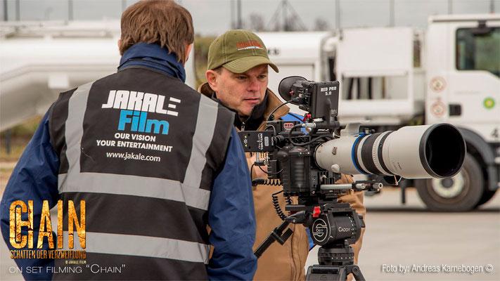 """""""Chain"""" on set filming the new JAKALE film: DoP Stefan with his 1st. AC Artes Ewgenij  fotos from Andreas Karnebogen — mit Artes Ewgenij und Stefan Czech."""