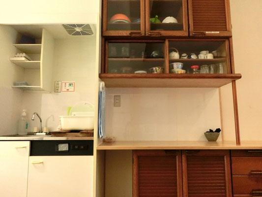 中央室。食器類はご自由にお使い下さい。