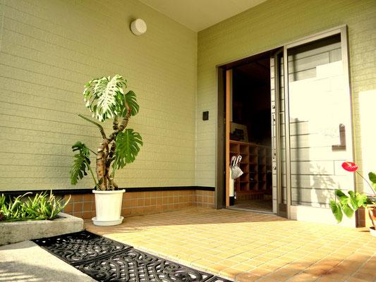 受付とお客様用玄関は完全別々。チェックイン後の門限無し。出入り自由です。