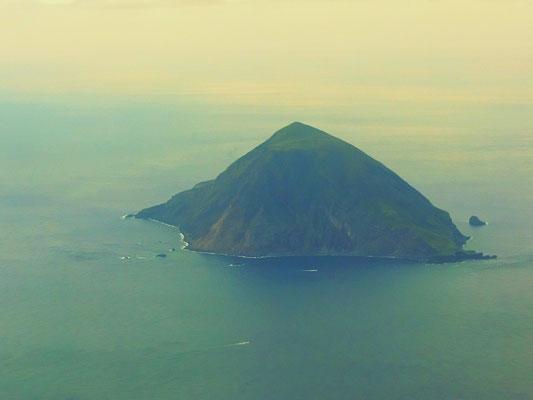 飛行機から八丈小島