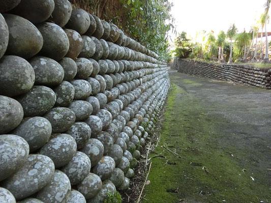 大里地域の玉石垣