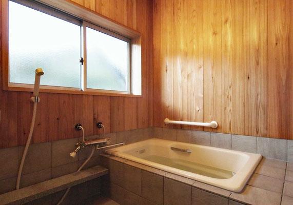 直焚き風呂の浴室