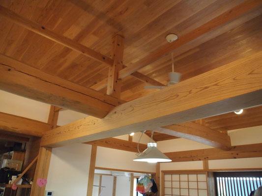 建物内の木組み