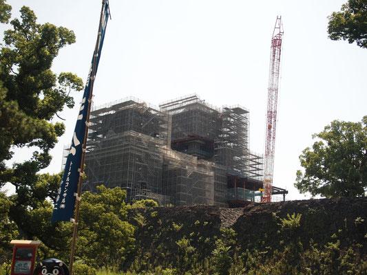 熊本城、天守閣は改修中
