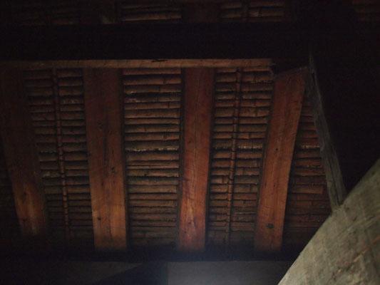 野地板が竹でした。