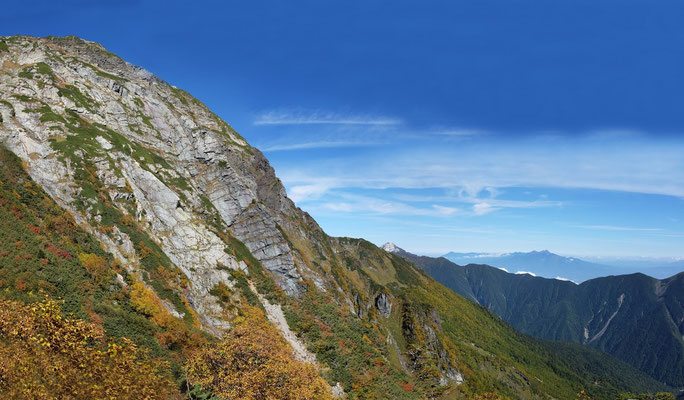 北岳八本歯のコル登山道から、北岳バットレス、甲斐駒ヶ岳、八ヶ岳