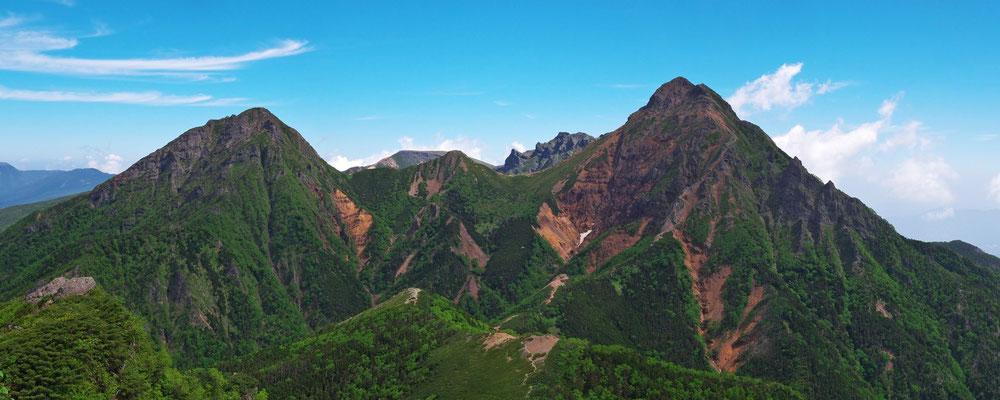 権現岳山頂から阿弥陀岳、中岳、横岳、赤岳