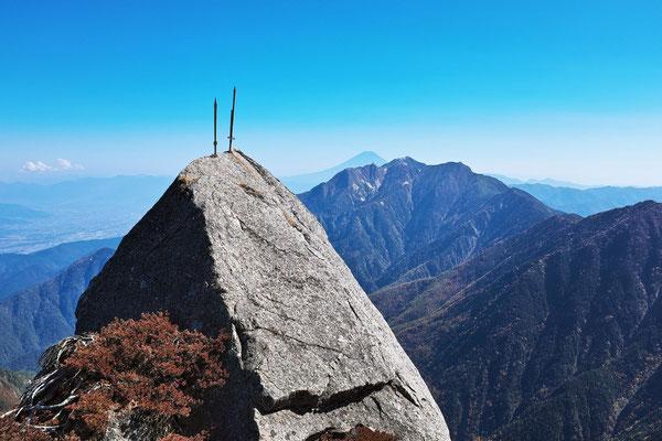 甲斐駒ケ岳9合目から、二本の剣、富士山、鳳凰三山