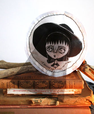 SOLD - Lydia Deetz fabric plush softie play/decoration- Decorazione/pupazzo Lydia Deetz hand painting dipinto a mano