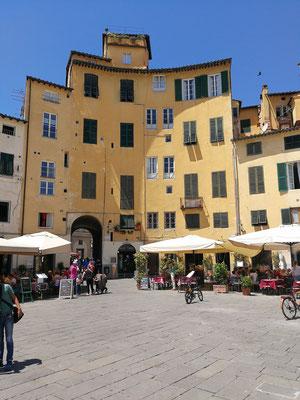 Piazza dell'Anfiteatro, Lucca