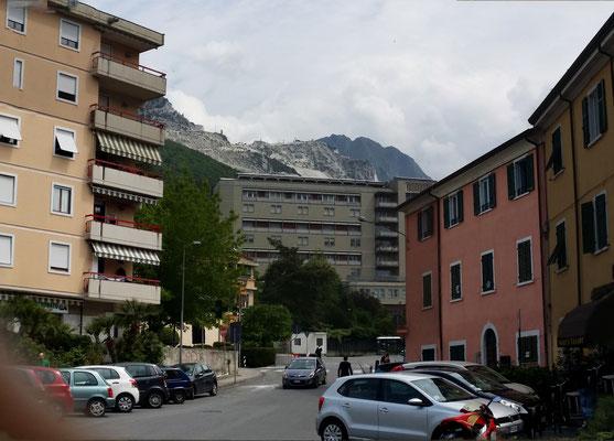 Carrara mit den Marmor-Steinbrüchen