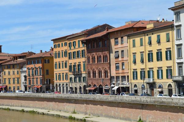 Blick über den Arno, Altstadt von Pisa