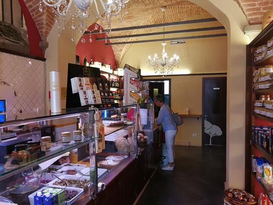 Delikatessengeschäft in der Altstadt von Lucca