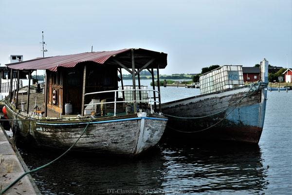 Manche Boote und deren Erscheinen  erinnert mich an Szenen aus Häfen in Asien.