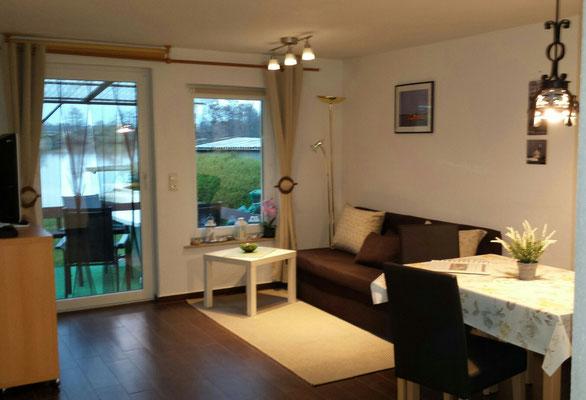 Wohnbereich mit großem Flat-TV