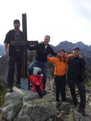 Üsr provisorisches Gipfelkreuz :)