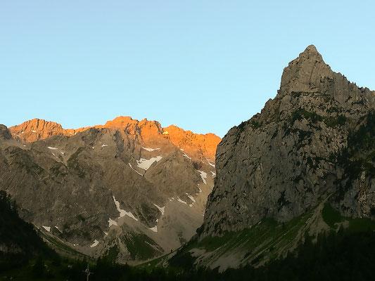 Glühende Bergspitzen