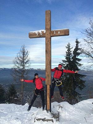 Gipfelfoto mit neuem Gipfelkrüz