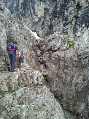 All a biz an felsigen Stufen gohts entlang
