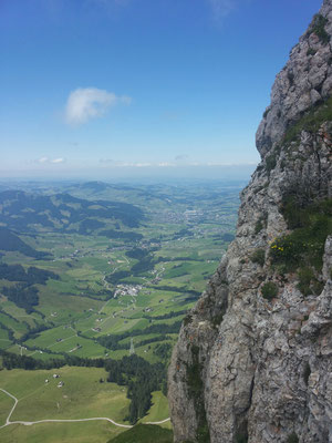 Tiefblick vom Gipfel