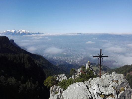 Gipfelkreuz auf dem mittleren Löwenzahn