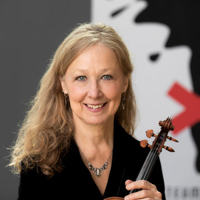 ELIZABETH WILCOX 1. Violine