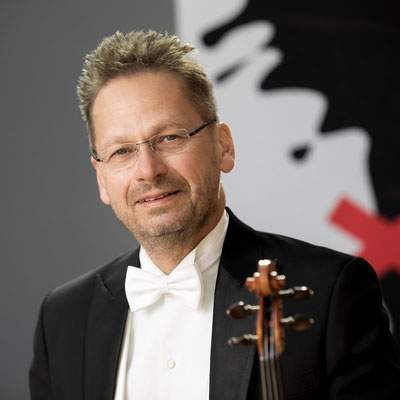 MICHAEL KAUPP 1. Violine