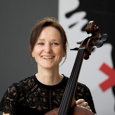URSULA EGER Violoncello