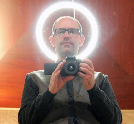 Moi aussi je suis un Saint, dispositif de Laurent Valera, 2013.