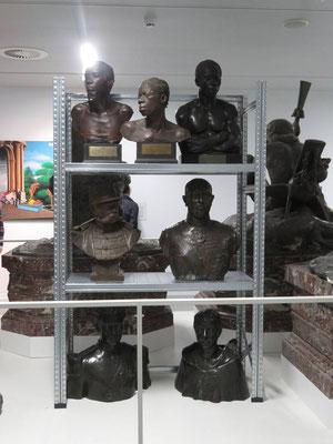 """AfricaMuseum EN. Les choix de fonds et de scénographie sont-ils à la hauteur des engagements et réflexions abordées sur la """"décolonisation"""". Le passé est-il passé ?"""