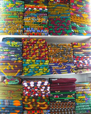 Tissus ethniques tanzaniens : Kitengé, Kanga et Maasaï Shuka