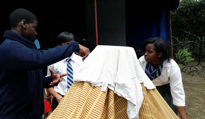 Réalisation du Kilimandjaro en tissu pour le décor du film d'animation réalisé avec les scolaires