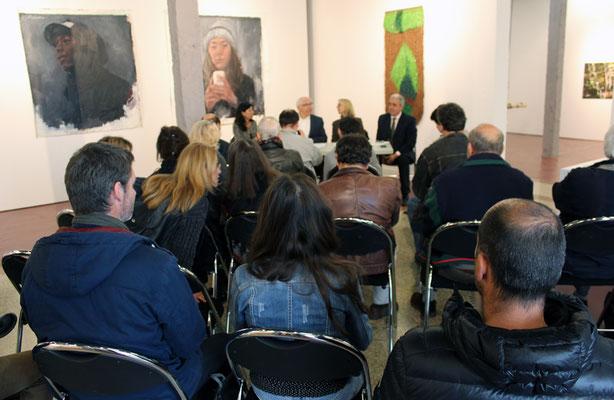 Peintures de Fabienne Labansat . Conférence de presse avec M. Jean-René Etchegaray Maire de la ville de Bayonne
