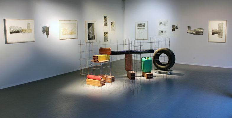 A l'équerre, installation de Riffis-Valera ; gravures de Blandine Galtier.