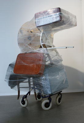 Poser ses valises, sculpture, Riffis&Valera, 2016
