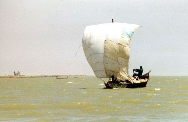 Le patchwork de tissus est inspiré des voiles d'embarcations traditionnelles