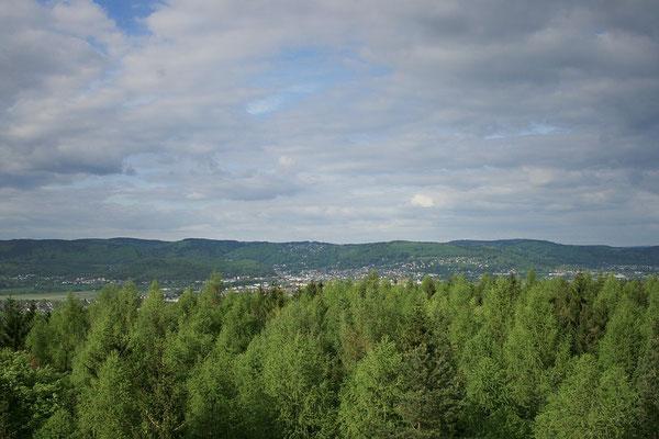 Blick nach Sonneberg und dem Thüringer Wald