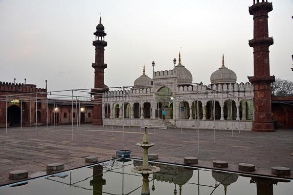 """""""Moti Masjid"""""""