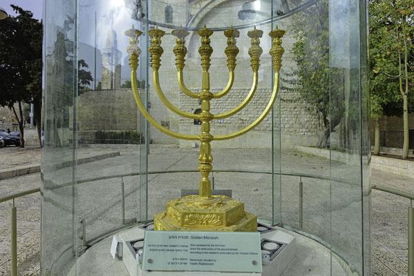 Goldene Menorah
