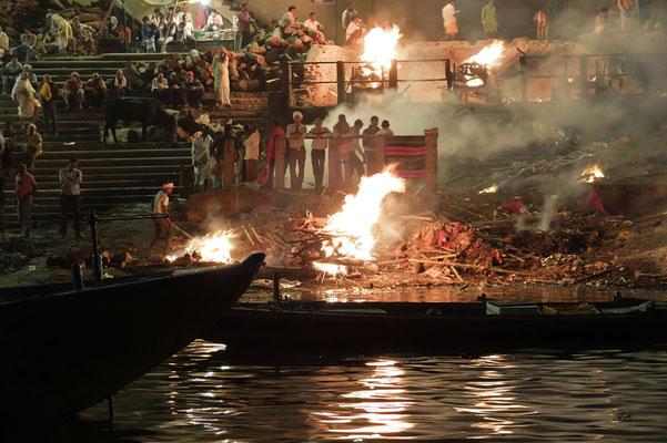 """Verbrennungsstätten """"Harishchandra""""-und """"Manikarnika Ghat"""""""
