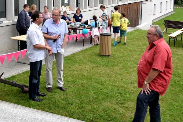 Leiter Albrecht Pyritz (l.i.B.r.) im Gespräch mit Bürgermeister von Neustrelitz Andreas Grund (l.i.B.l.)