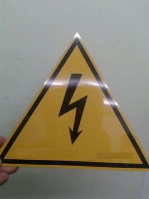Placa en aluminio galvanizado con flecha RETIE