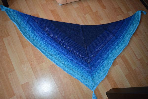 Gabi - Muster in einem symmetrischen Tuch verstrickt