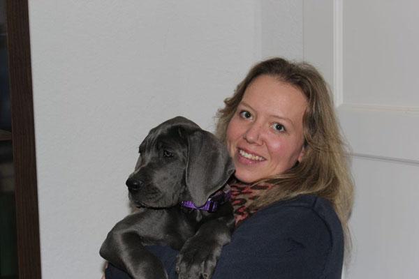 Der Große Moment für die liebe Tanja, endlich hat sie auch eine blaue Dogge :-) Alma ist nach Glücksburg gezogen und hat dort eine Familie mit drei Kindern und viele Hundefreundinnen bekommen! Ich freu mich für die süße Maus :-)