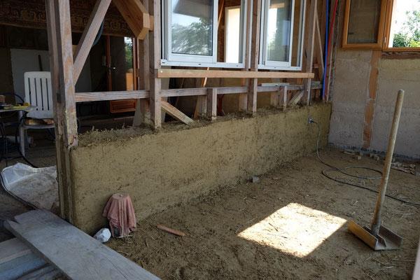 1ère étape du mur terre-paille de la maison